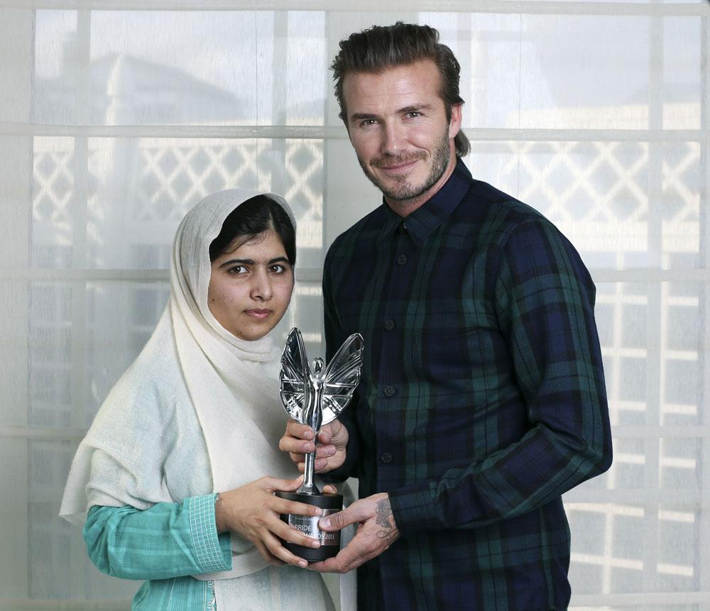 पाकिस्तान की छात्रा मलाला यूसुफजई को डेविड बैकहम के हाथों मिरर प्राइड ऑफ ब्रिटेन टीनएजर का खिताब दिया गया।