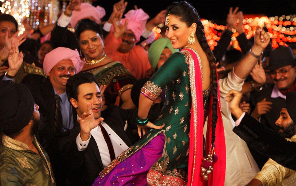 फिल्म गोरी तेरे प्यार में के एक दृश्य में अभिनेत्री करीना कपूर और इमरान खान।