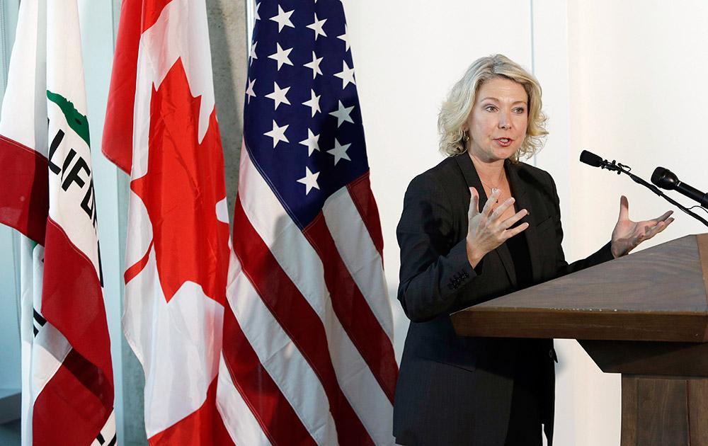 सैन फ्रांसिस्को में ब्रिटेन की पर्यावरण मंत्री संबोधित करती हुई।