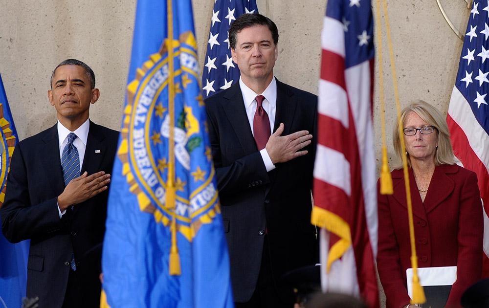 वाशिंगटन की एक दुकान में अमेरिकी राष्ट्रपति बराक ओबामा वाशिंगटन हाउस में आयोजित एफबीआई के कार्यक्रम में।