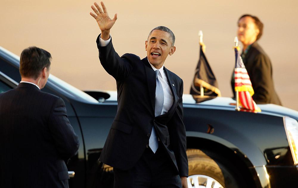 डल्लास के लव फिल्ड एयरपोर्ट पर अमेरिकी राष्ट्रपित बराक ओबामा।