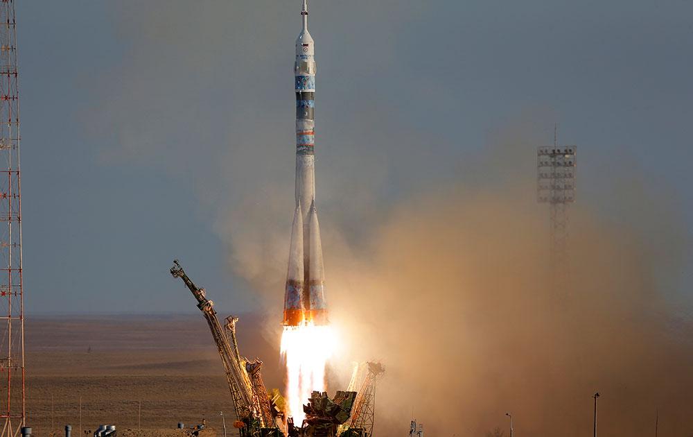 अंतरराष्ट्रीय स्पेश स्टेशन के लिए Soyuz-FG रॉकेट Soyuz TMA-10M स्पेसशिफ से साथ रवाना।