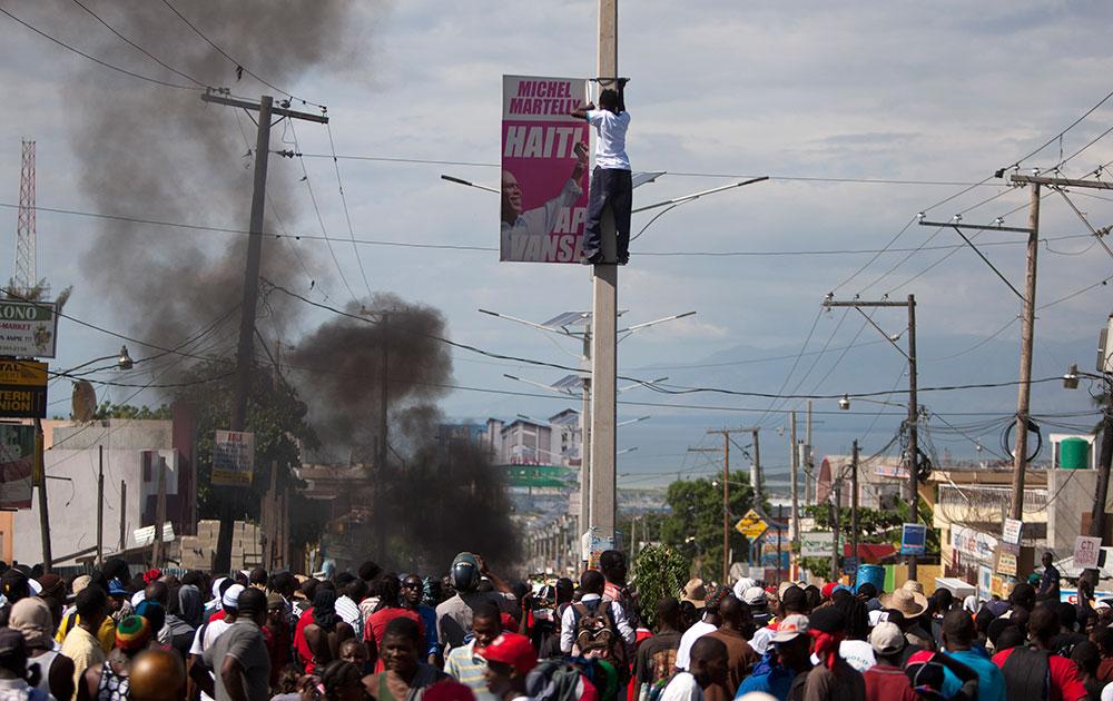 हैती की राजधानी पोर्ट ओ प्रिंस में राष्ट्रपति माइकल मार्टली के खिलाफ प्रदर्शन।