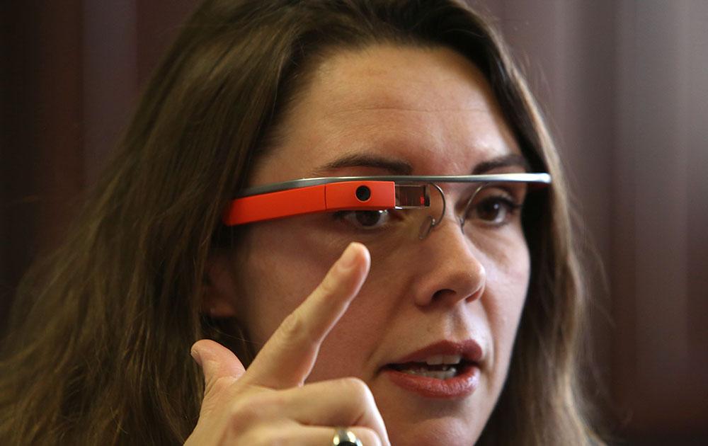 नए गूगल ग्लास के साथ डॉ. हीदर एवेन्स