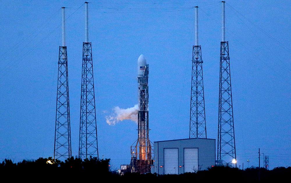 फ्ला के अंतरिक्ष स्टेशन में फॉल्कन-9 रॉकेट की लॉन्च की तैयारी।