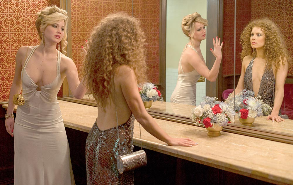 सोनी पिक्चर द्वारा जारी इस तस्वीर में जेनिफेर लारेंस और एमी ऐडम को देखा जा सकता है।