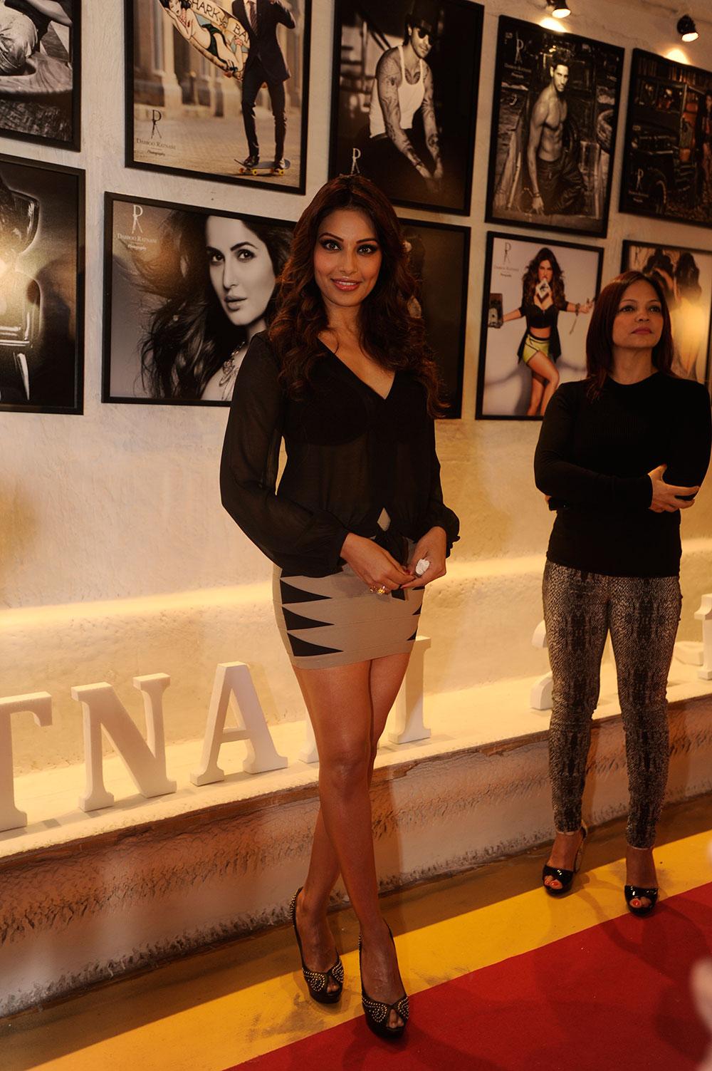 मुंबई : बांद्रा के ओलिव में डब्बू रतनानी के कैलेंडर 2014 की लांचिंग के दौरान अभिनेत्री बिपाशा बसु। (फोटो सौजन्य : डीएनए)