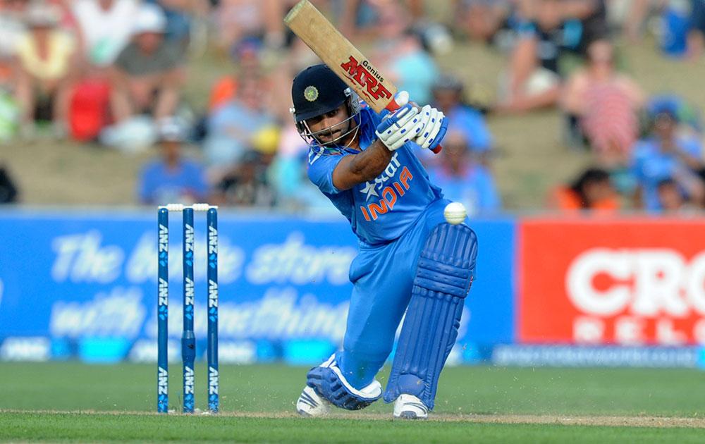 नेपियर में न्यूजीलैंड के खिलाफ पहले वनडे में बल्लेबाजी करते विराट कोहली।
