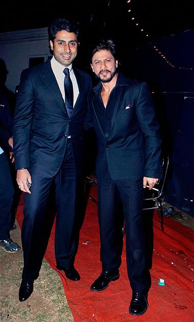 उमंग 2014 में अभिनेता शाहरुख खान और अभिषेक बच्चन।