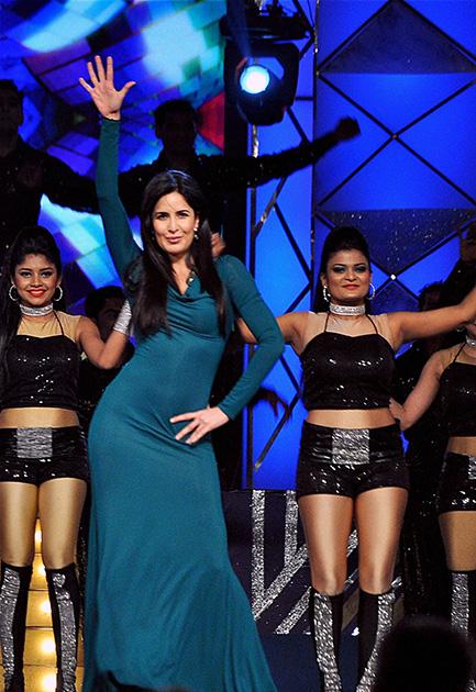 मुंबई पुलिस के लिए बॉलीवुड की ओर से आयोजित समारोह उमंग 2014 में अभिनेत्री कैटरीना कैफ।