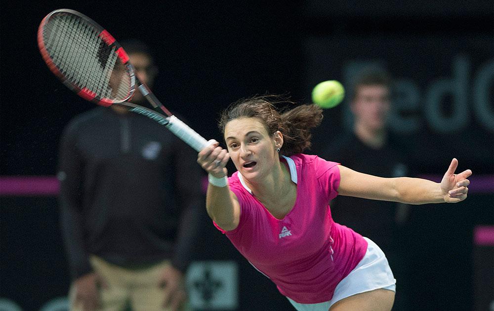 मॉन्ट्रियल में फेडरेशन कप टेनिस टूर्नामेंट के दौरान सर्बिया की वेसना डोलोनक।