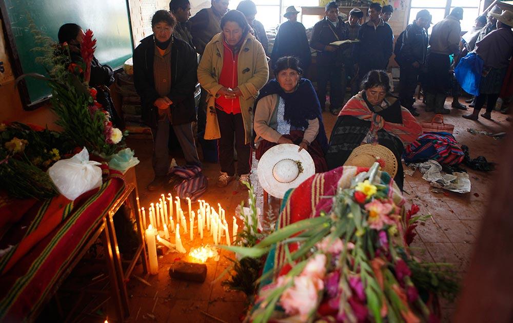 बोलिविया के चुल्पा कासा में मडस्लाइड से मौत के शिकार लोगों को श्रद्धांजलि दी गई।