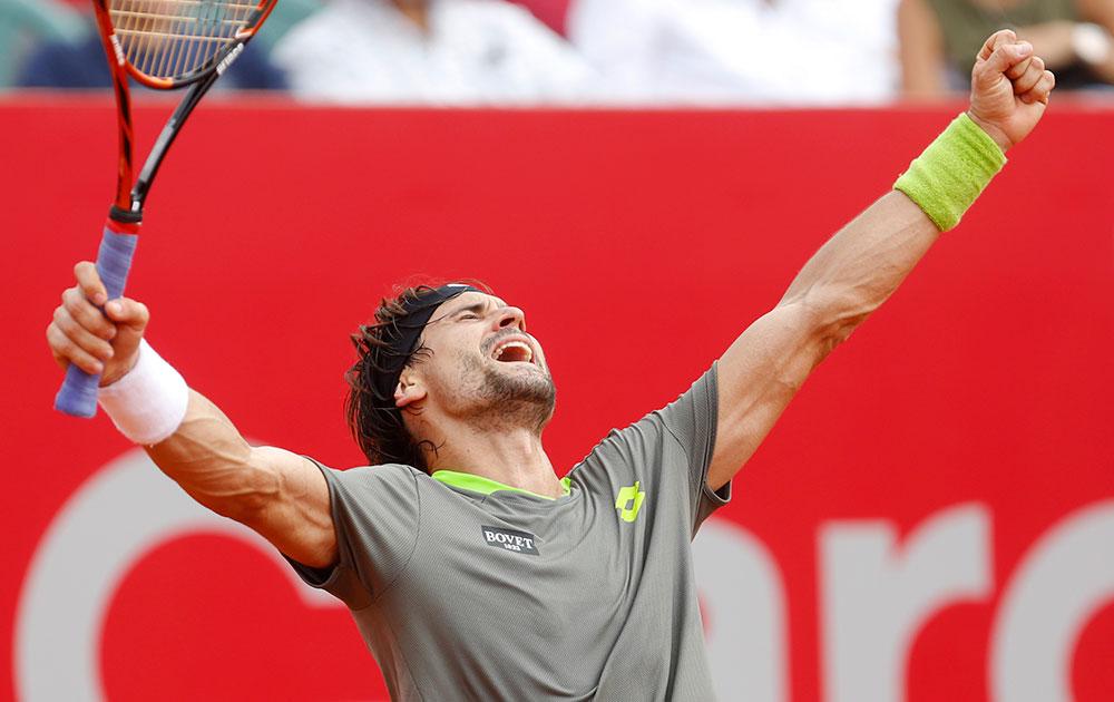 अर्जेंटीना में स्पेन के डेविड फेरर जीत की खुशी जाहिर करते हुए।