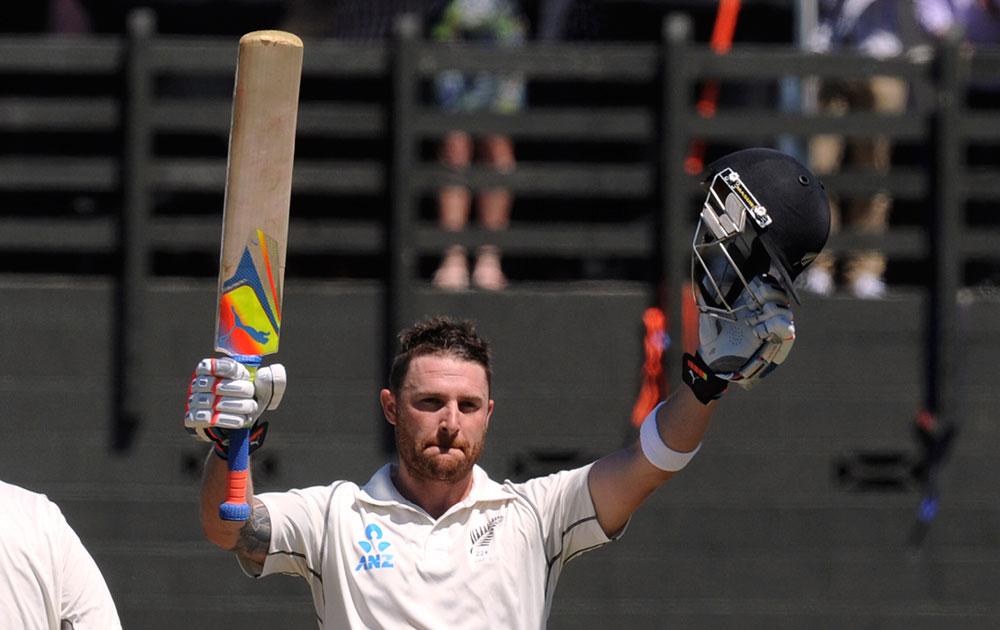 न्यूजीलैंड के बैट्समैन ब्रैंडम मैक्कुलम ने भारत के खिलाफ दोहरा शतक जड़ा।