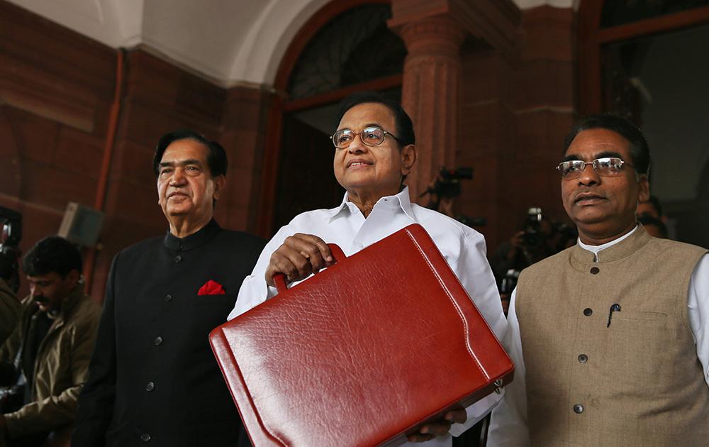 वित्त मंत्री पी चिदंबरम ने सोमवार को 2014 का अंतरिम बजट पेश किया।