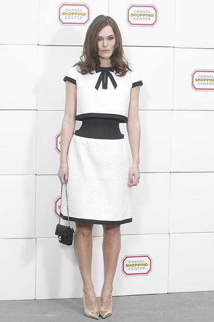 पेरिस में विंटर 2014-2015 फैशन कलेक्शन के दौरान अभिनेत्री केरा नाइटले।
