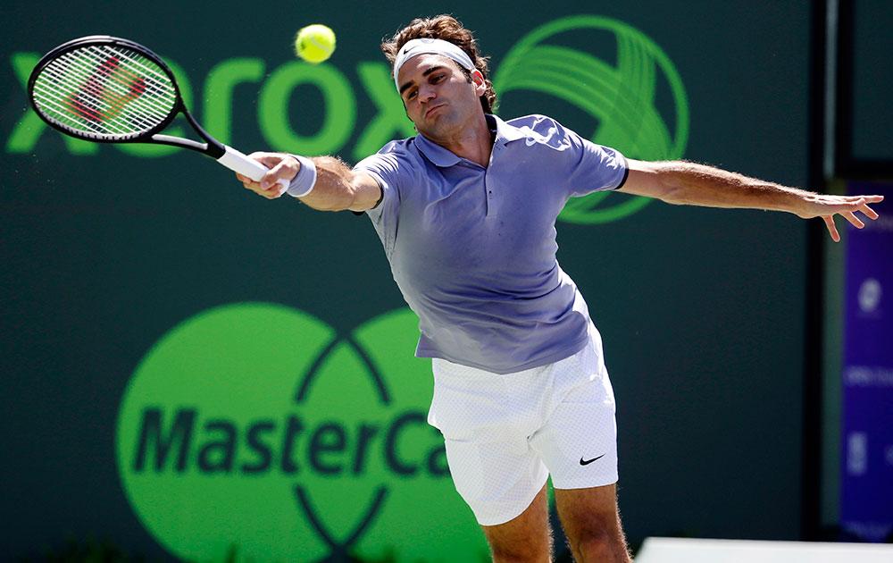 सोनी ओपन टेनिस टूर्नामेंट के दौरान स्विटजरलैंड के टेनिस खिलाड़ी रोजर फेडरर।