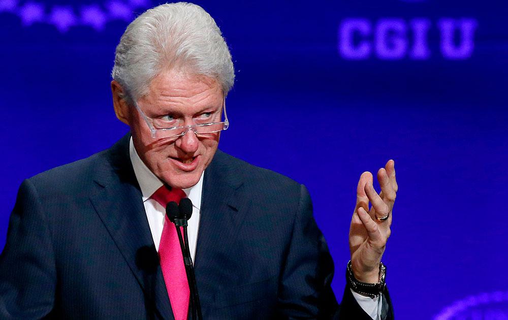 एरिजोना स्टेट यूनिवर्सिटी में एक कार्यक्रम के दौरान अमेरिका के पूर्व राष्ट्रपति बिल क्लिंटन।