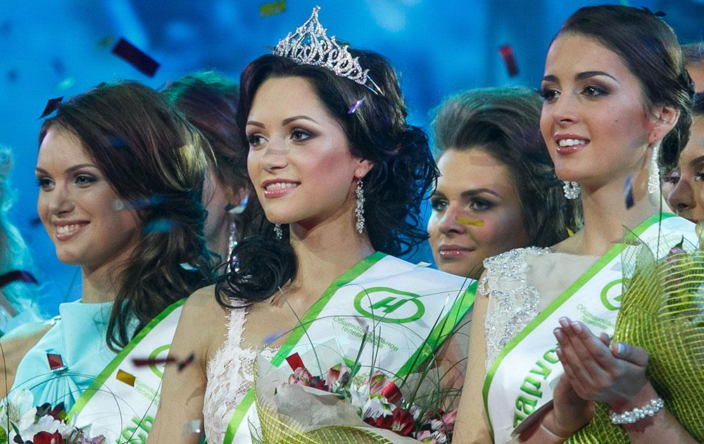 बेलारूस के मिंस्क में मिस बेलारूस सौंदर्य प्रतियोगिता के दौरान सुंदरियां।