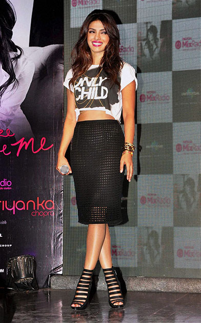 मुंबई में अपने नए वीडियो एल्बम को लांच करने पहुंची अभिनेत्री प्रियंका चोपड़ा।