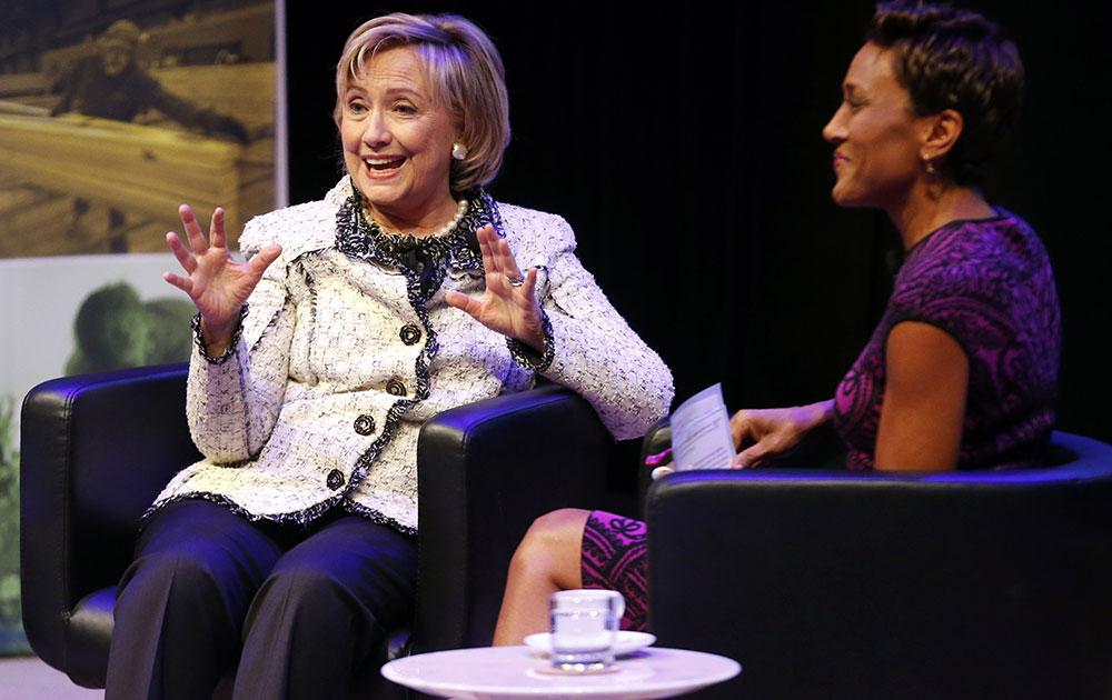 न्यूयॉर्क में एक सेमिनार में शिरकत करती अमेरिकी की पूर्व विदेश मंत्री हिलेरी क्लिंटन।