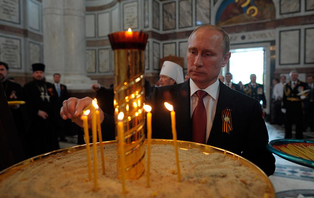 क्रीमिया में विजय दिवस के मौके पर रूसी राष्ट्रपति व्लादिमीर पुतिन।
