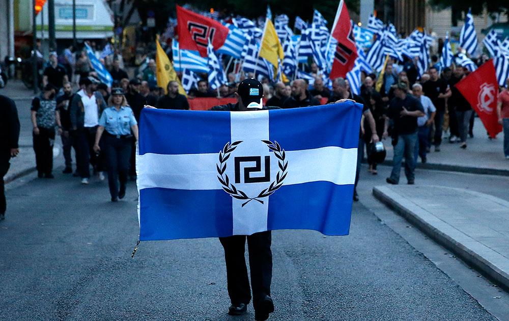 एथेंस में गोल्डेन डान पार्टी के समर्थकों ने एक विशाल रैली निकाली।