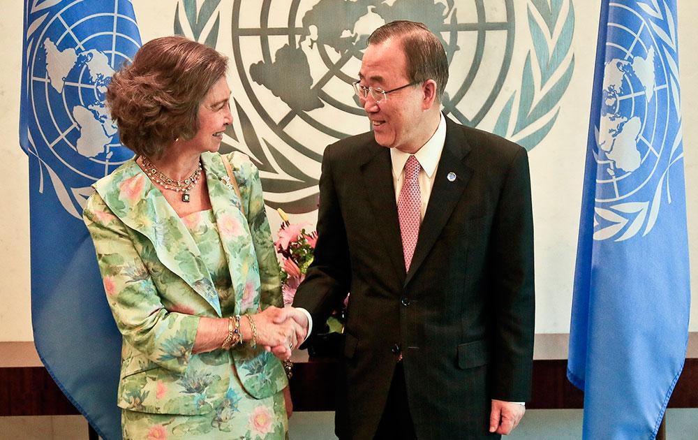स्पेन की क्वीन सोफिया संयुक्त राष्ट्र महासचिव बान की मून के साथ।
