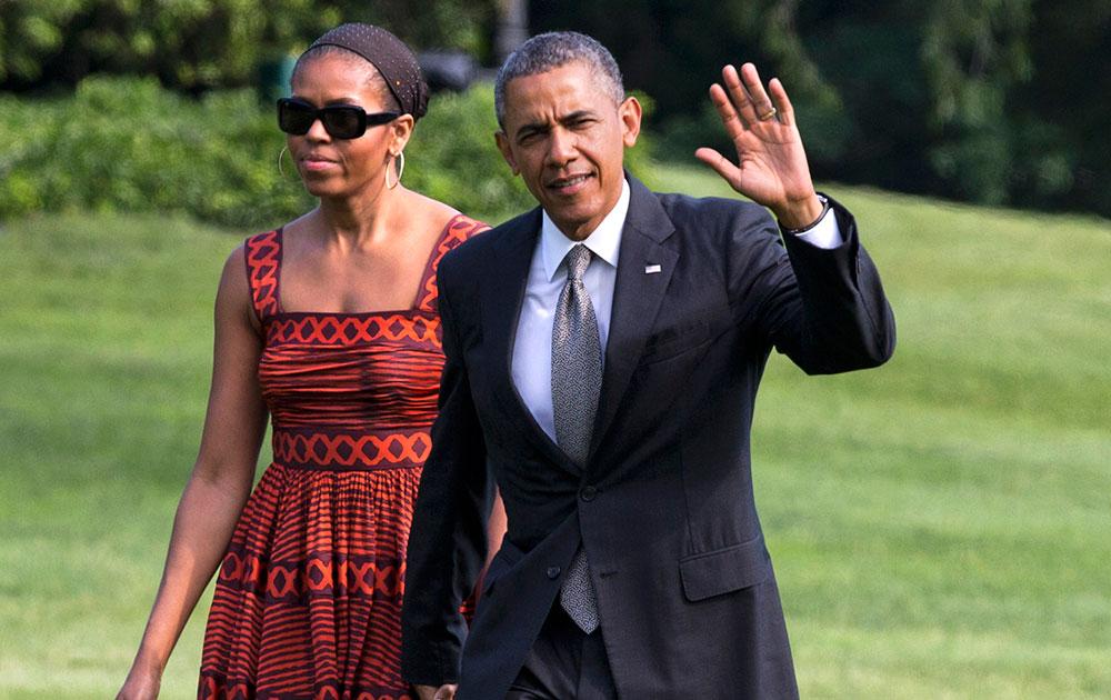 ह्वाइट हाउस में अपनी पत्नी मिशेल ओबामा के साथ अमेरिकी राष्ट्रपति बराक ओबामा।