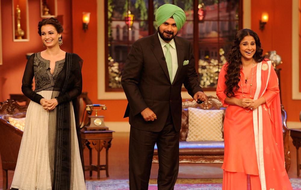 कॉमेडी नाइट विद कपिल के शो में नवजोत सिंह सिद्धू के साथ दिख रही है विद्या बालन और दीया मिर्जा।