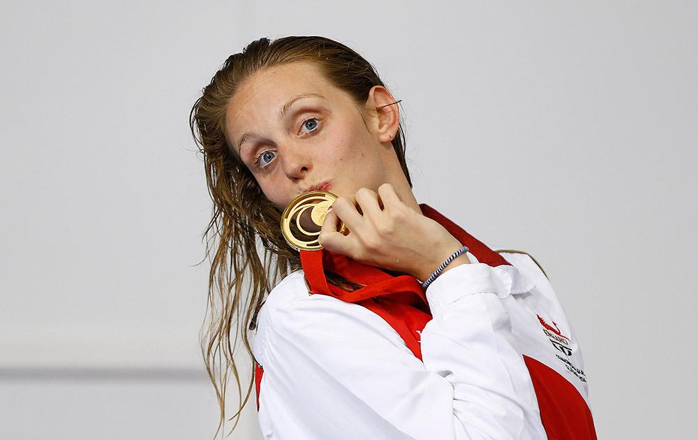 राष्ट्रमंडल खेल 2014 : 50 मीटर फ्रीस्टाइल स्विमिंग स्पर्धा में स्वर्ण पदक जीतने के बाद इंग्लैंड की फ्रैंसेस्का हलसाल।