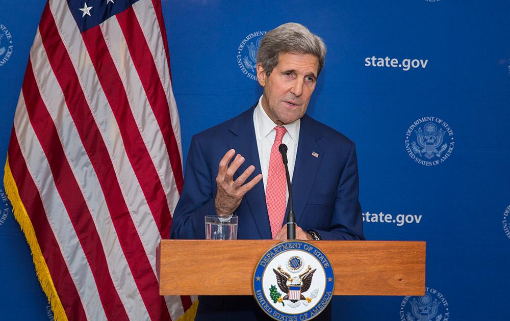 नई दिल्ली में अमेरिकी विदेश मंत्री जॉन केरी मीडिया को संबोधित करते हुए।