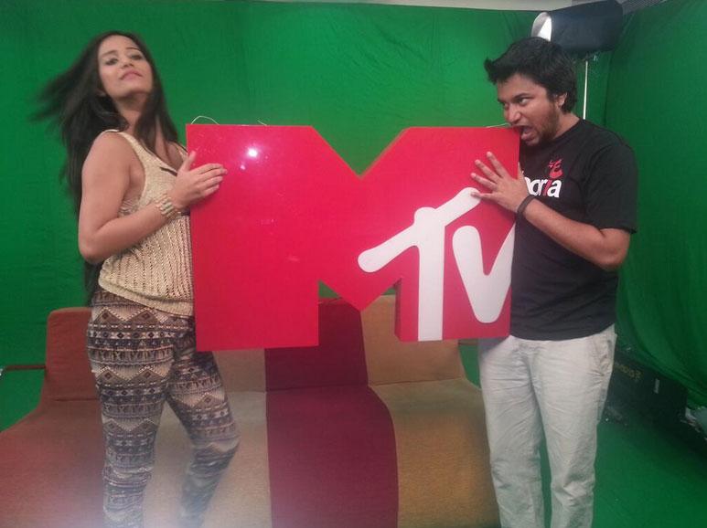 पूनम पांडे टीवी शो में भी गाहे बगाहे नजर आती है। (तस्वीर के लिए साभार- ट्विटर )