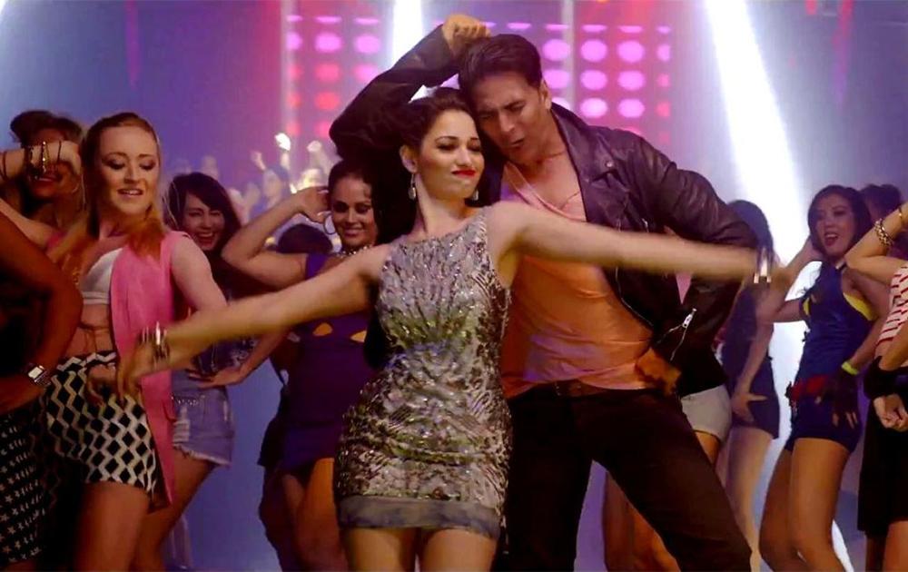 फिल्म एंटरटेनमेंट के एक गाने की सीन में अक्षय कुमार और तमन्ना भाटिया।