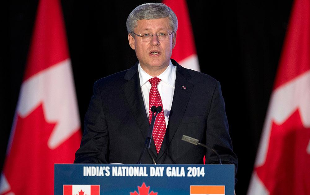 Prime Minister Stephen Harper speaks at the India National Day Gala in Brampton, Ontario. ओंटोरियो के ब्राम्पटॉन में इंडिया नेशनल डे गाला पर संबोधित करते प्रधानमंत्री स्टीफेन हार्पर।