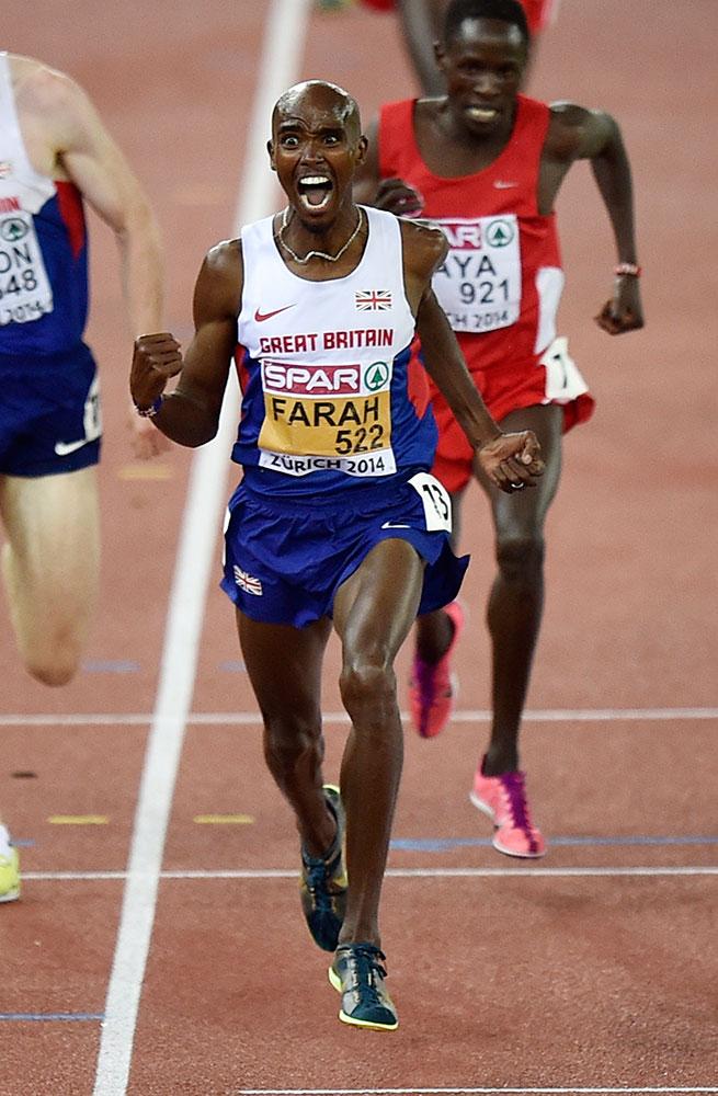 स्विट्जरलैंड में यूरोपीय एथलेटिक्स चैम्पियनशिप के दौरान पुरूषों के 10,000 मीटर वर्ग में स्वर्ण पदक जीतने के बाद प्रसन्न मुद्रा में ब्रिटेन के धावक मोहम्मद फराह।