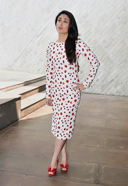 'सिंघम रिटर्न्स' के प्रोमोशनल कार्यक्रम के दौरान पोज देती हुईं अभिनेत्री करीना कपूर।