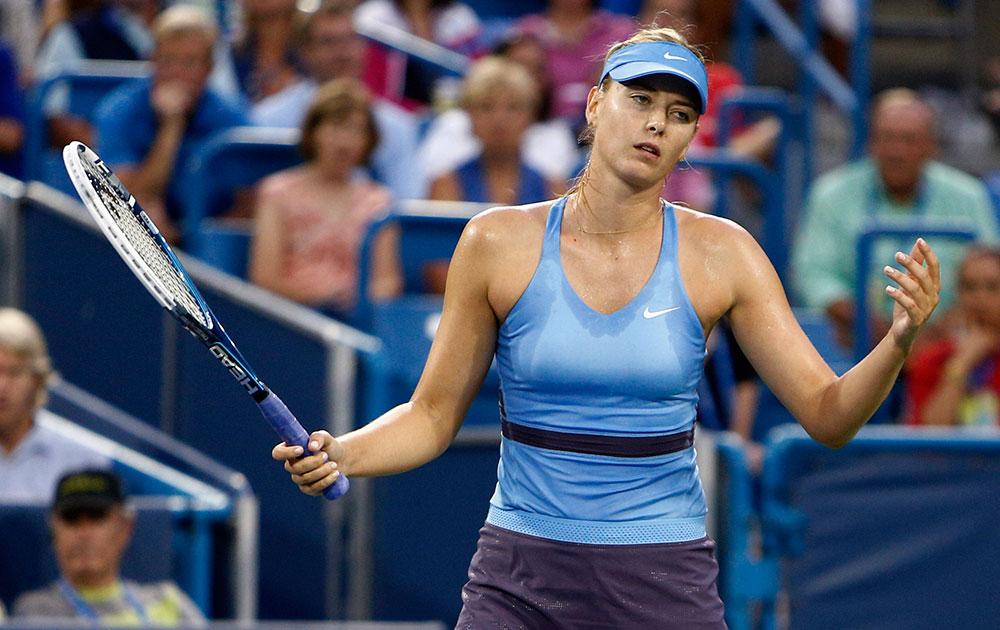 वेस्टर्न और साउदर्न ओपन टेनिस टूर्नामेंट के दौरान मारिया शारापोवा।