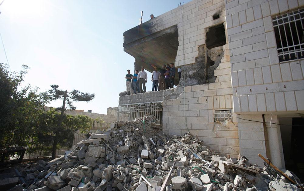 हेब्रोन के वेस्ट बैंक सिटी में इजरायली सेना की ओर से ध्वस्त किया गया एक मकान।