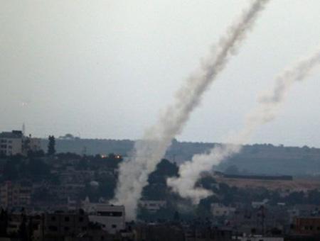 गाजा ने राकेट दागे, इजरायल ने शुरू किए हवाई हमले