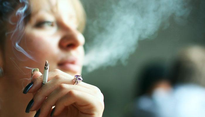 मासिक धर्म के दौरान बढ़ जाती है धूम्रपान की ललक
