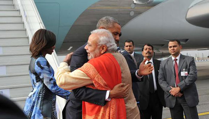 LIVE: ओबामा ने राजघाट पर महात्मा गांधी को दी श्रद्धांजलि