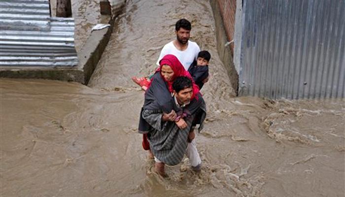 J&K बाढ़ LIVE:  गृहमंत्री राजनाथ ने मुफ्ती को पूरे सहयोग का भरोसा दिया, मरने वालों की संख्या 10 हुई