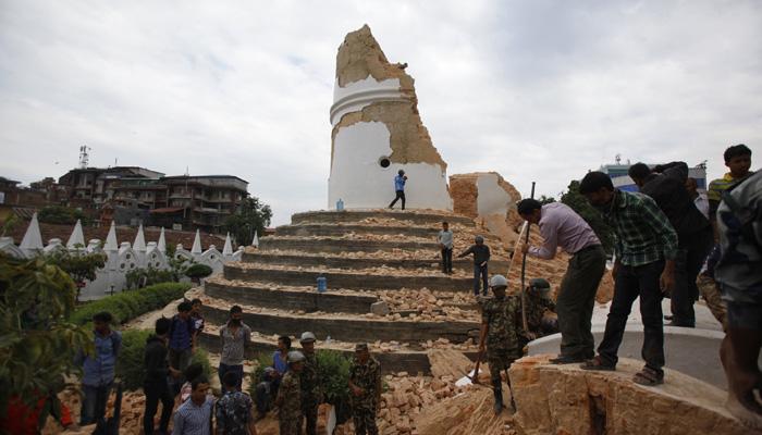 भूकंप : नेपाल में 1500, भारत में 44 की मौत की खबर