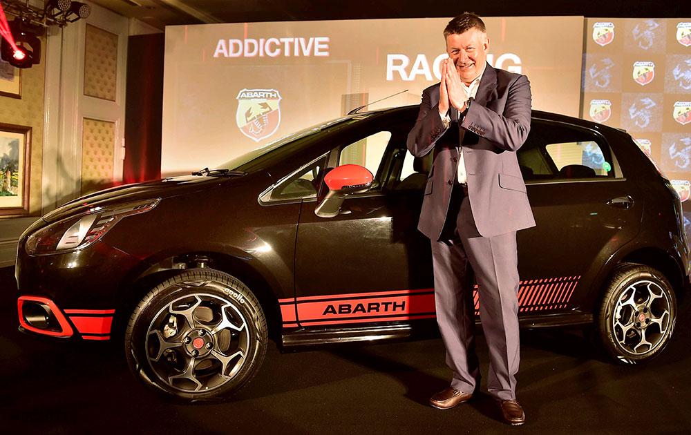 नई दिल्ली में कार कंपनी फिएट ने अबराथ पंटो और फिएट अबराथ एवेनचुरा को लॉन्च किया।