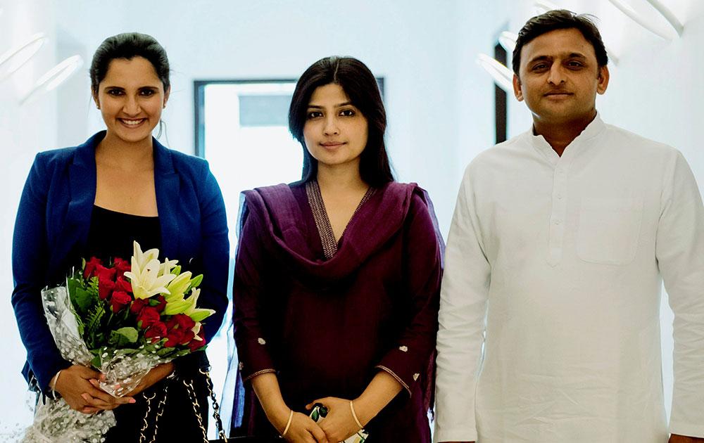 यूपी के मुख्यमंत्री अखिलेश यादव के साथ उनकी पत्नी डिंपल यादव जिनसे टेनिस खिलाड़ी सानिया मिर्जा ने मुलाकात की।