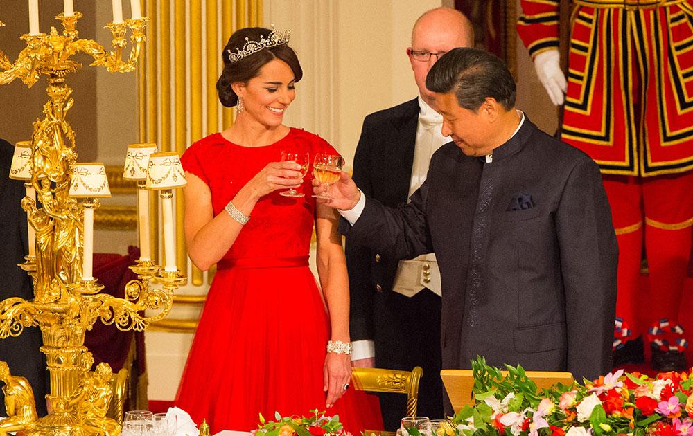 लंदन में चीनी राष्ट्रपति शी जिनपिंग का भव्य स्वागत किया गया।