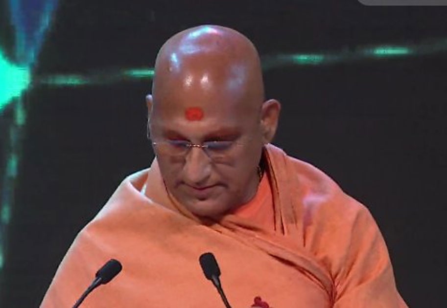 Swami Avdhesh anand addresses the audience.