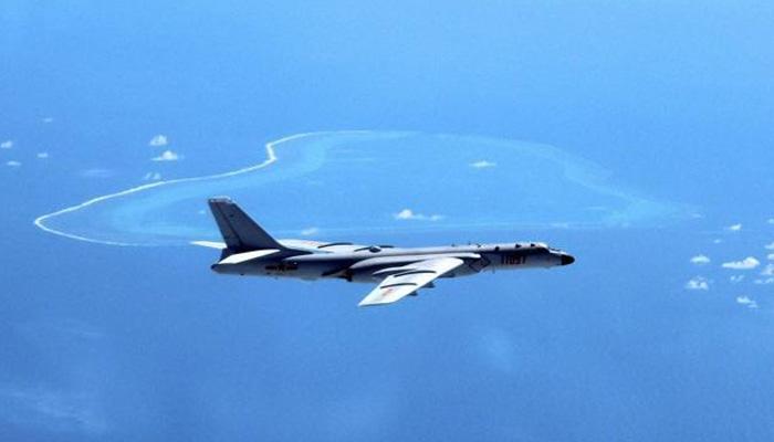चीन सागर के ऊपर दो चीनी लड़ाकू विमानों ने अमेरिकी सैन्य विमान को रोका