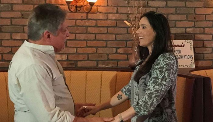 Facebook से मिले बाप-बेटी, 40 साल पहले हुई थी मां-बाप की मुलाकात, Watch Video